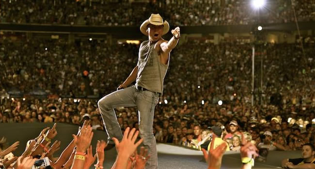 Kenny Chesney signs with Warner Music Nashville |