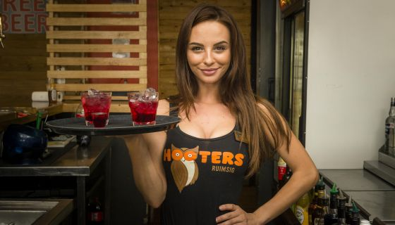 If You're Feeling Single And Petty This Valentine's Day, Here's Why Hooters May Be The Spot For You