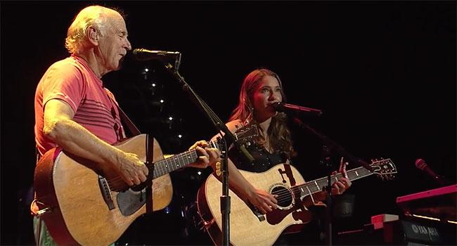 Jimmy Buffett, Caroline Jones premiere live duet |