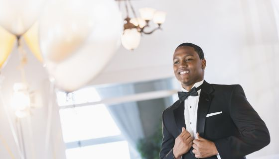 LOL: Groom Has Priceless Reaction Watching His Bride Walks Down The Aisle