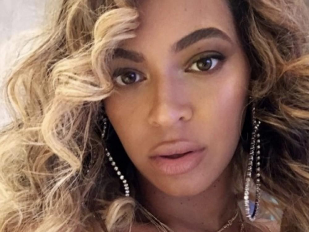Beyoncé's Numbers Tell Nicki Minaj & Rihanna To Catch Up, Hits The Billion Mark –