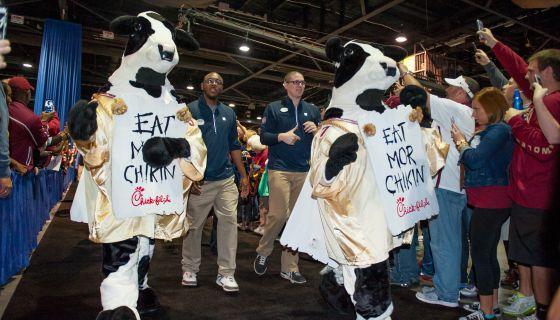 LOL: High School Goes Off To Kelis' 'Milkshake' Dressed As Chick-fil-A Cows