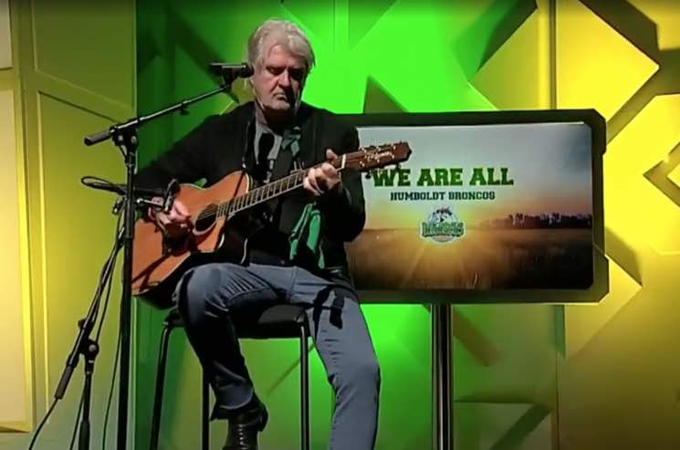 """Tom Cochrane Pays Homage to Humboldt Broncos with New Version of """"Big League"""""""