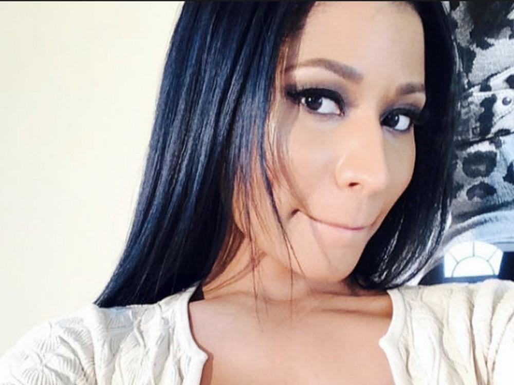 Nicki Minaj Says She's Dropping Stacks Again W/ A Twitter Student Loan Giveaway Super Soon –