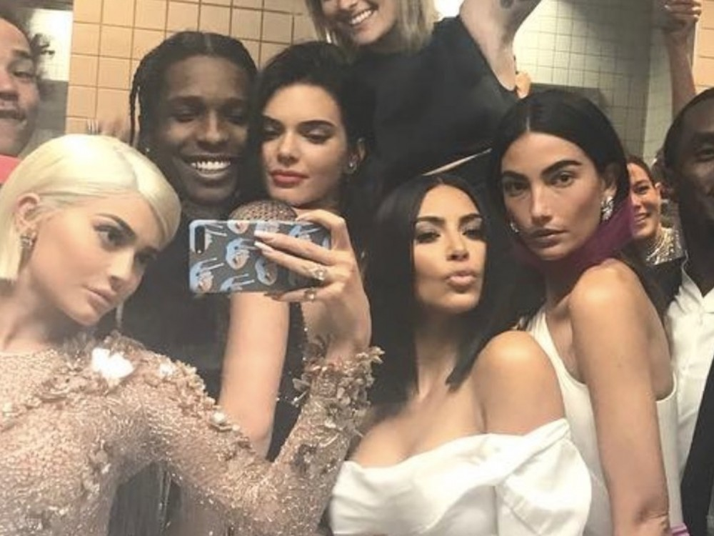 Kanye West Sister-In-Law Kendall Jenner Nude Pics Leak Online & Twitter Reacts W/ Savage Roasting –