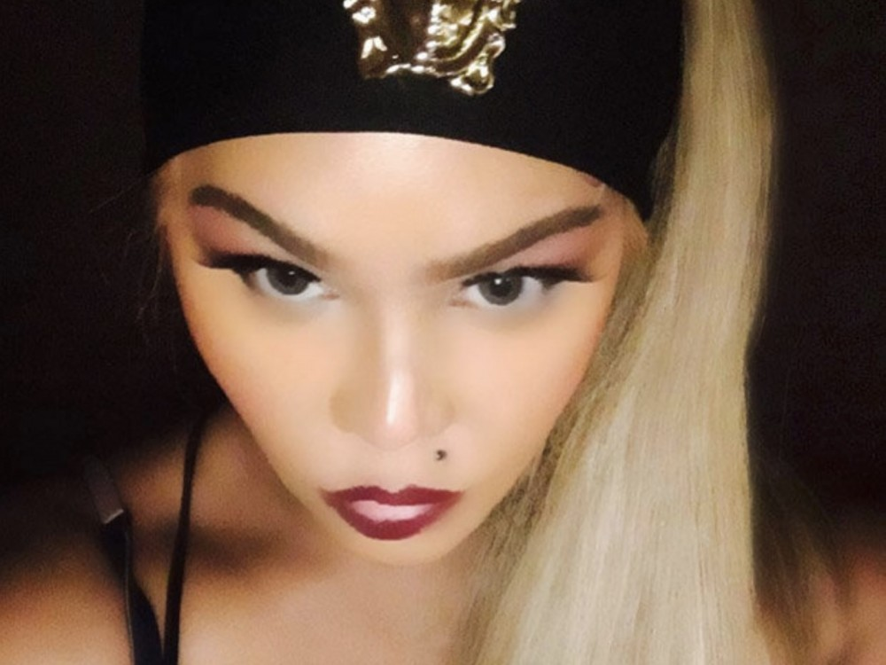 Lil' Kim Still Thick As Ever, Shares In-Studio Pic W/ Fashion Week Coming –