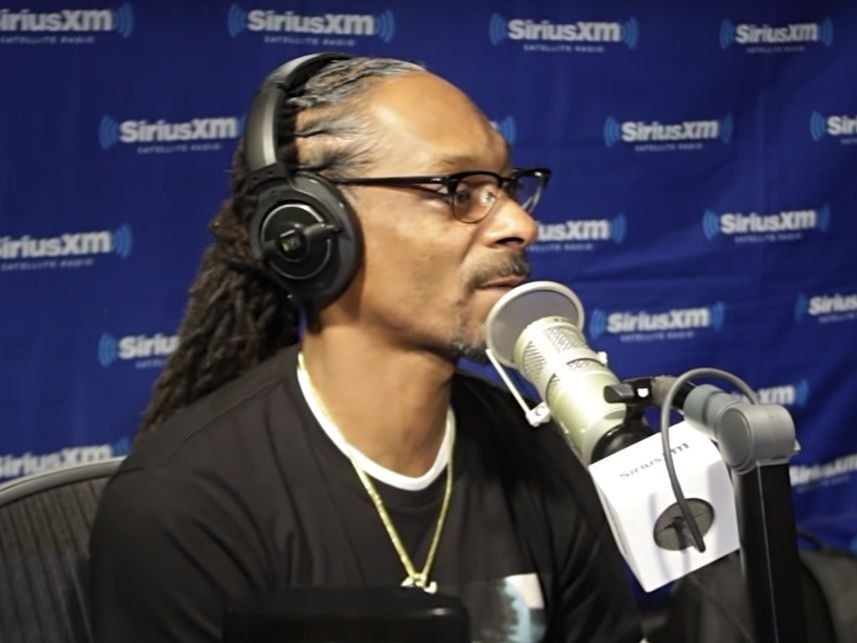 """Snoop Dogg Blasts Kanye West & All Other Trump Supporters: """"Fuck You & Fuck Him"""""""