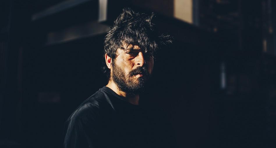 Premiere: Tomás Urquieta 'Me Rehuso a Pensar'