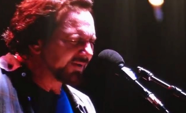 Eddie-Vedder-Emotionally-Performs-8220Miss-You-C8221