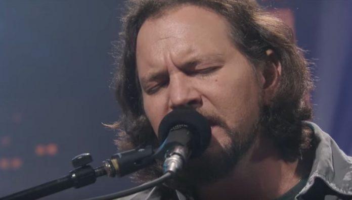Pearl-Jam-Producer-Describes-Eddie-Vedder-8216Struggling8217-When-Making-Record