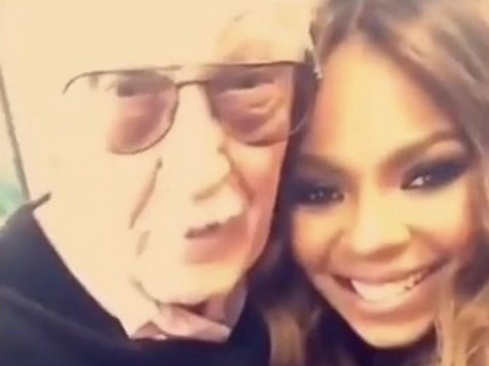 "Ashanti Shares Rare Footage Of Herself W/ Stan Lee: ""Such An Amazing Spirit"" –"