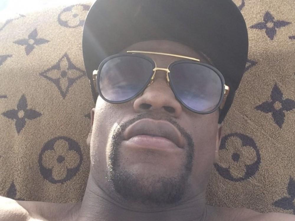 "Floyd Mayweather Jr. Unloads On Golden Boy: ""This B*tch Oscar De La Hoya's Busting It Open For Everybody"" –"