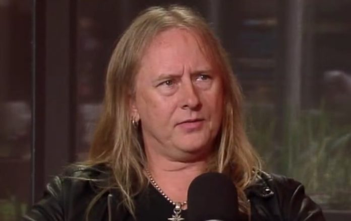 Jerry Cantrell Reacts To Bizarre Photo Of Himself, What's Wrong With His Eye?