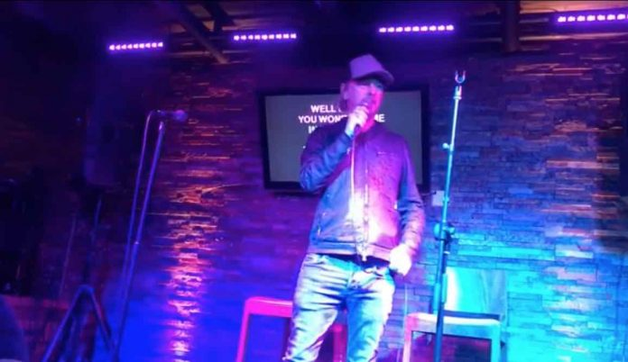 Watch-Alice-In-Chains8217-Jerry-Cantrell-Cover-The-Rolling-Stones-At-Karaoke-Bar