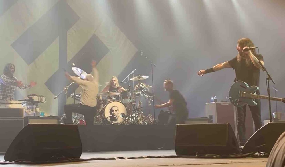 Dave Grohl Reacts To Drunk Foo Fighters Fan Going Crazy Onstage