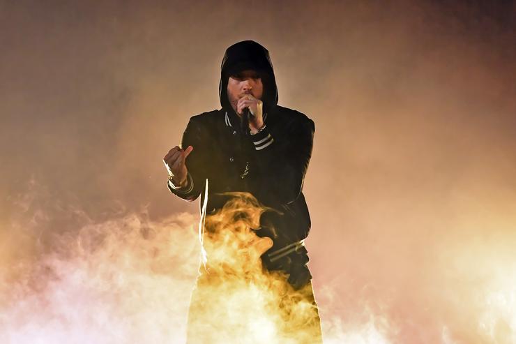 """Eminem Calls Machine Gun Kelly A """"Co*ksucker"""" On Stage"""