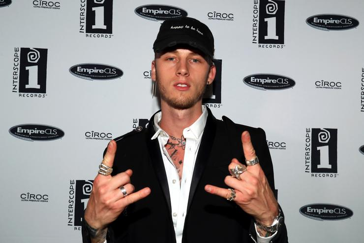 Machine Gun Kelly Shares Bts Transformation Into Tommy Lee For