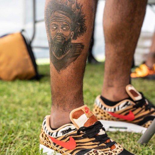 Ezekiel Elliott Got A New Tattoo Of Himself: Photos
