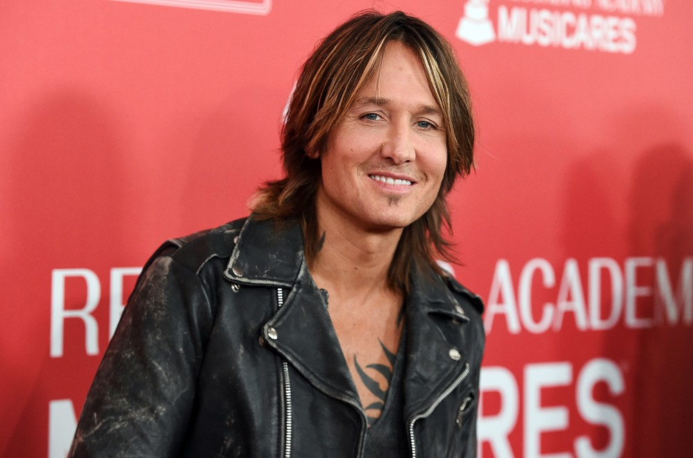 Keith-Urban-Takes-a-Banjo-Spin-Down-Lil-Nas-Xs-Old-Town-Road-Watch