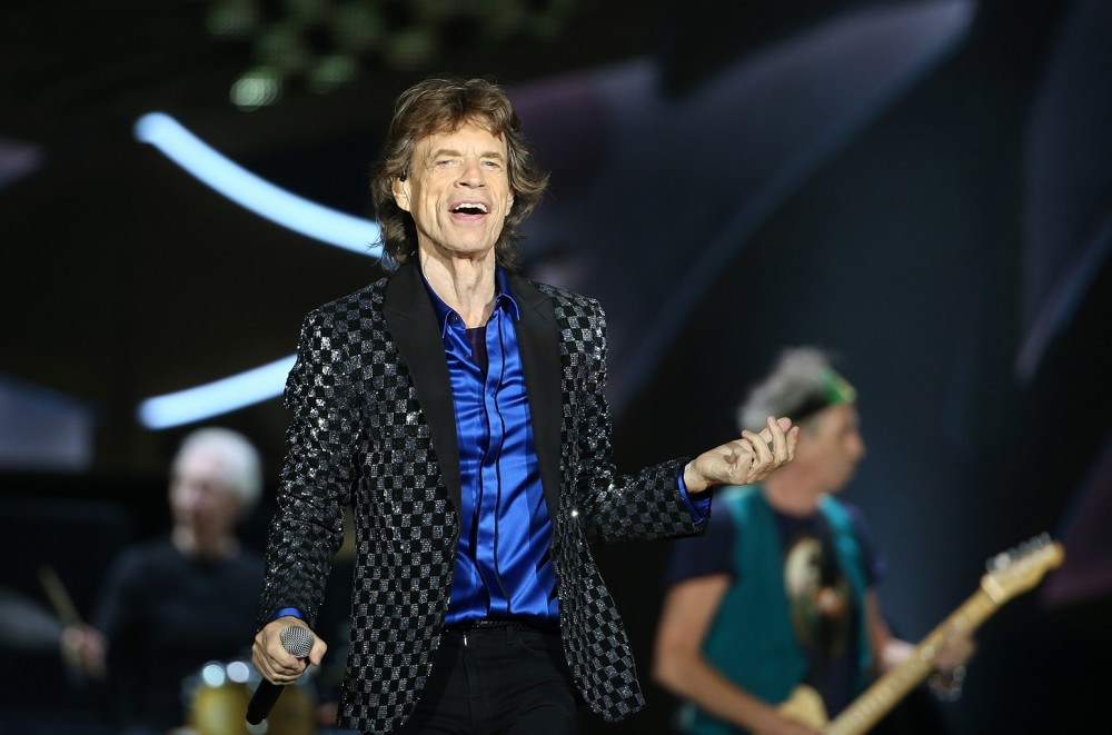 Mick-Jagger-Takes-a-Walk-After-Heart-Procedure