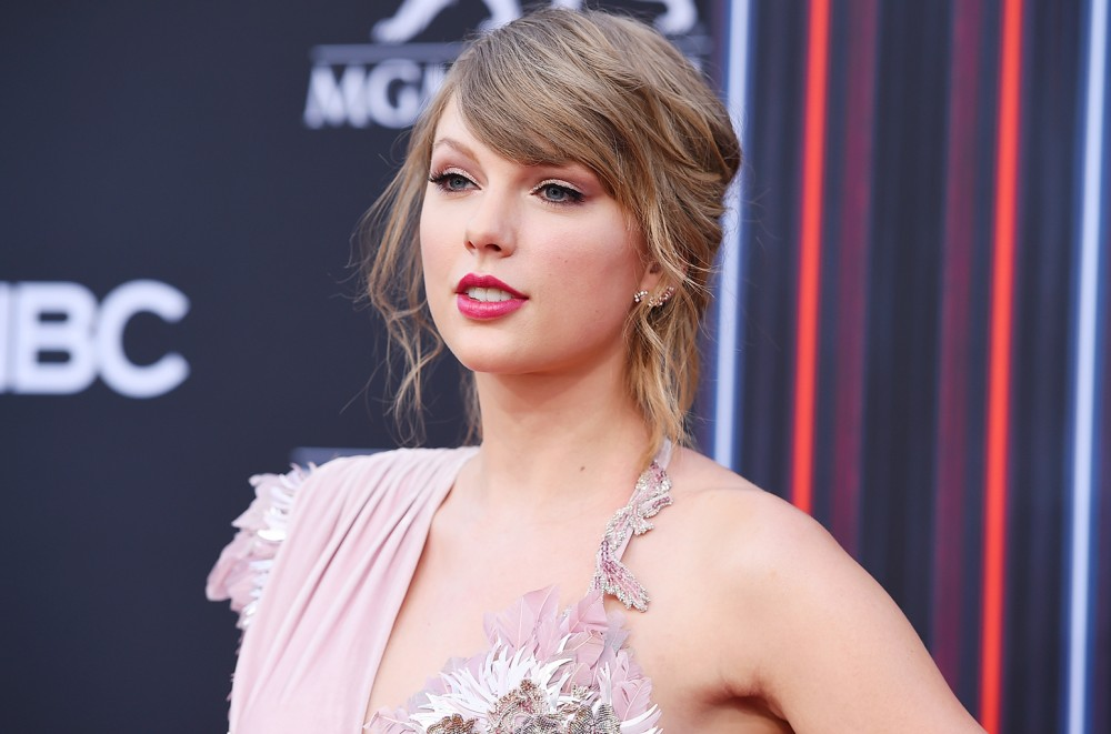 Taylor-Swift-Shares-Diamond-Encrusted-Heart-Photo-Following-Countdown-Clock-Teaser