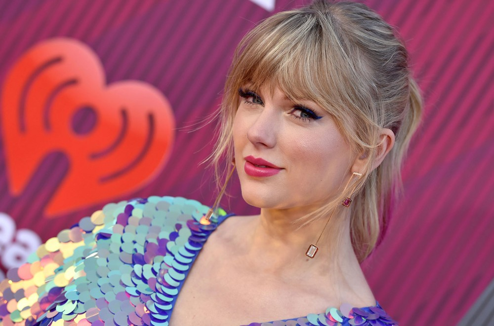 Taylor-Swift-Updates-Her-Website-With-Countdown-Clock-Teases-April-26-Date