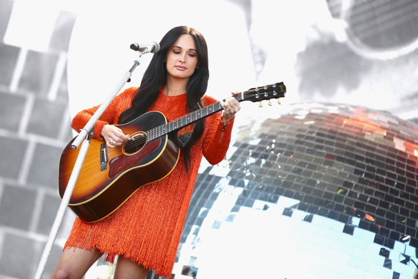 Kacey Musgraves Appeases Aussie Fans By Doing A Shoey In Melbourne