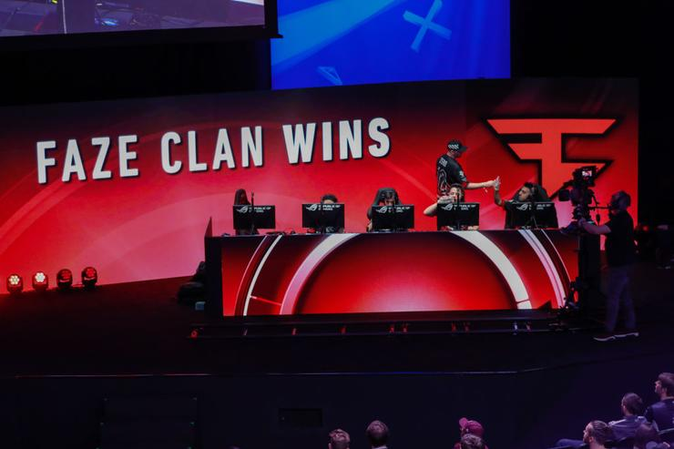 "eSports Star Tfue Sues ""FaZe Clan"" For Restricting His Earning Potential"