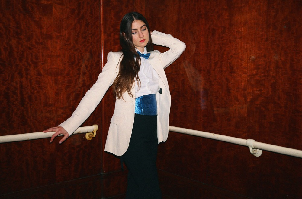 Weyes-Blood-Reveals-the-Humbling-Process-That-Led-to-Her-Titanic-Rising-Album