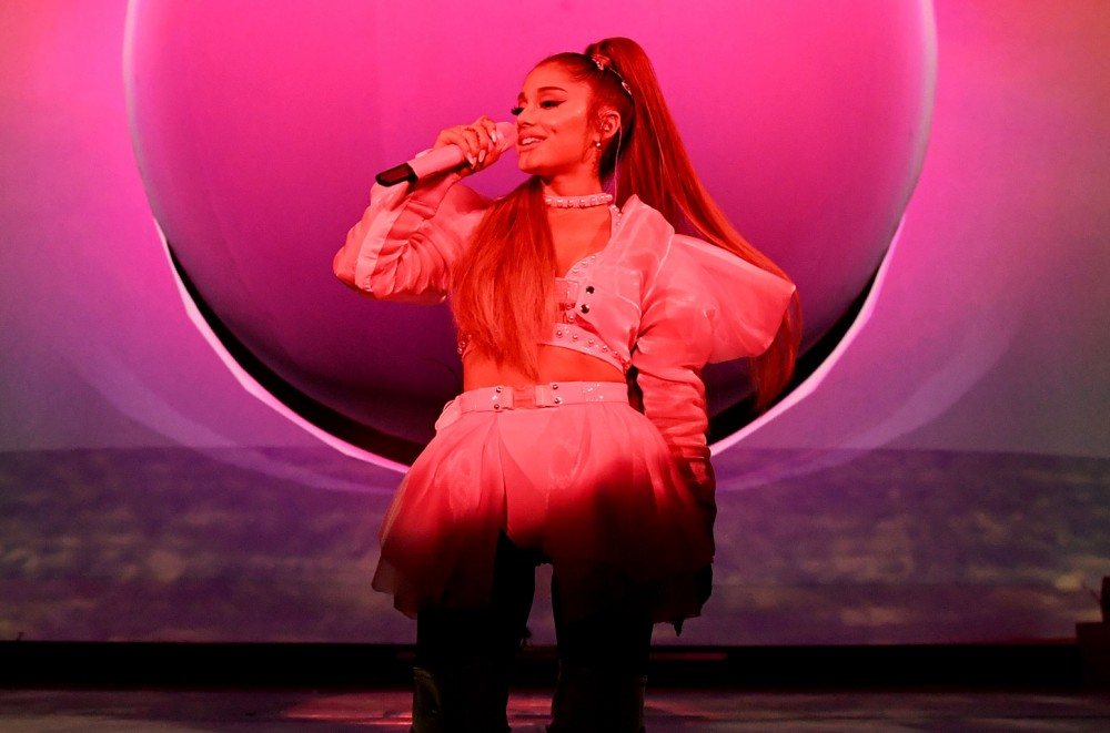 Ariana-Grande-Had-the-Best-Reaction-After-She-Fell-at-Tampa-Show