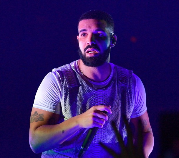 Drake Booed Offstage In Surprise Appearance At Camp Flog Gnaw