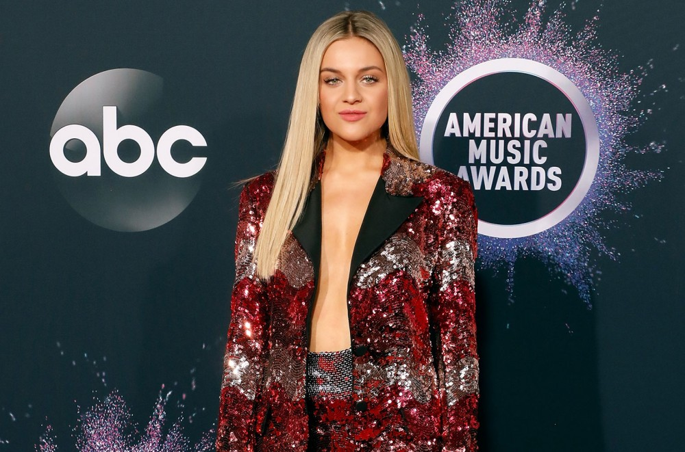 Kelsea-Ballerini-Sparkles-in-Sequins-at-2019-American-Music-Awards-See-Pics