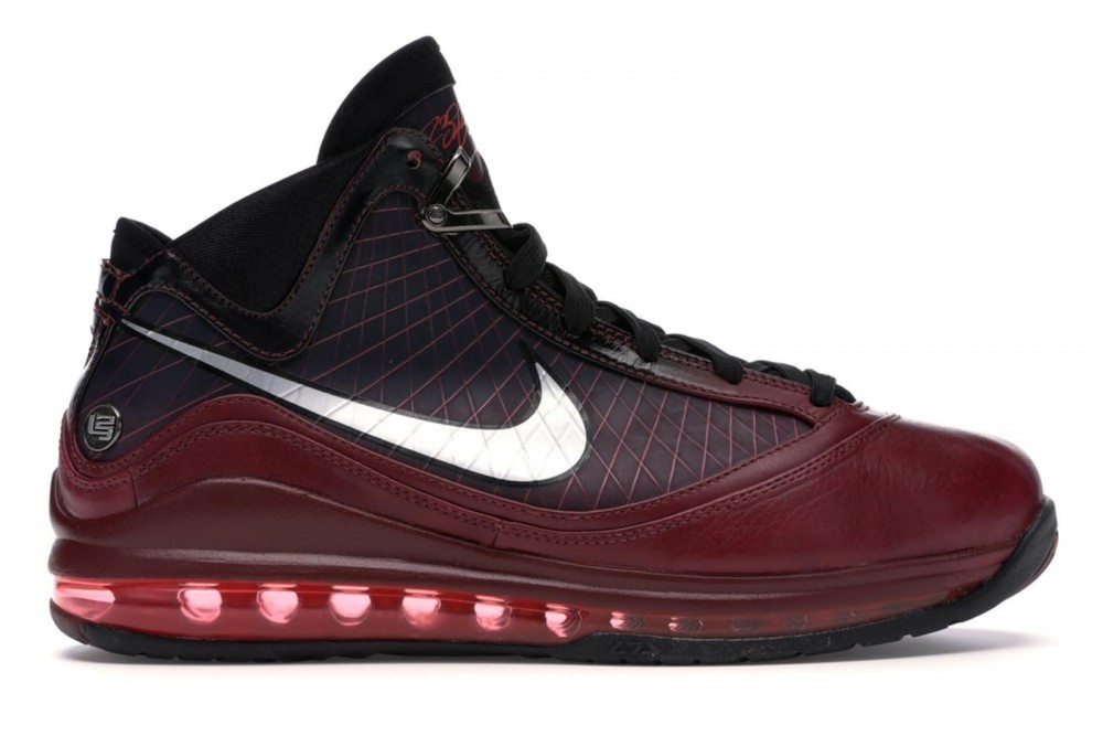 Nike-LeBron-7-quotChristmasquot-Rumored-Release-Date-Revealed-Details