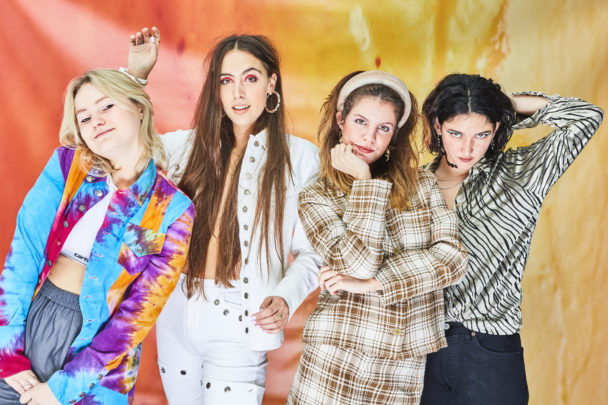 """Hinds – """"Riding Solo"""" Video"""