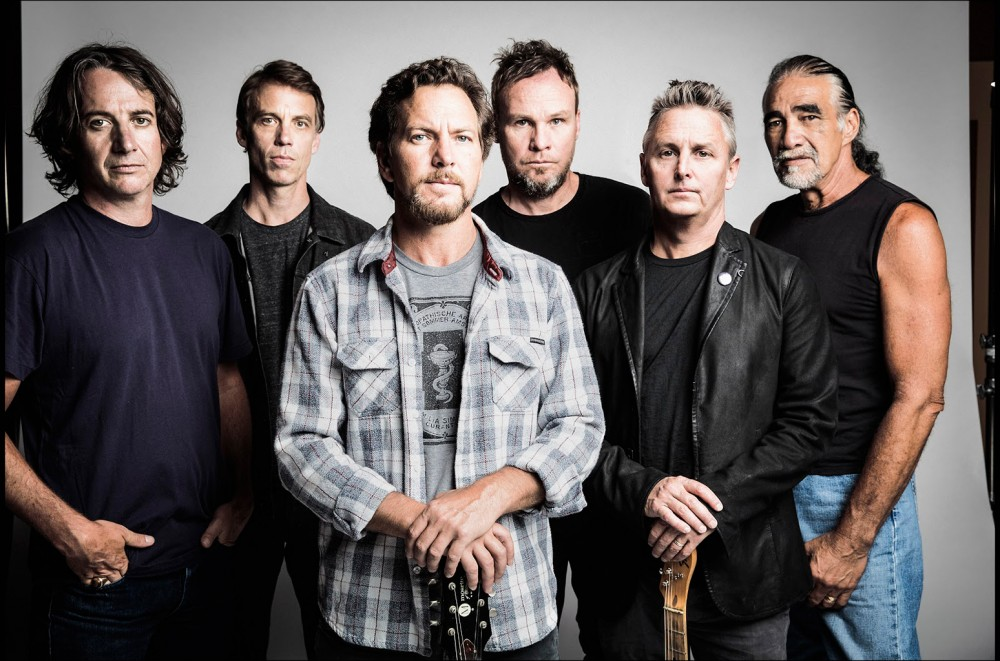Pearl Jam Is Bringing Christmas Songs to Streaming Services