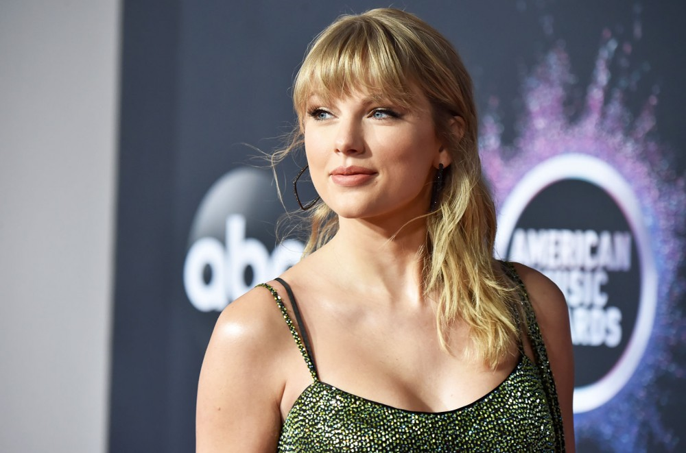 Taylor Swift Shares Family Memories in 'Christmas Tree ...
