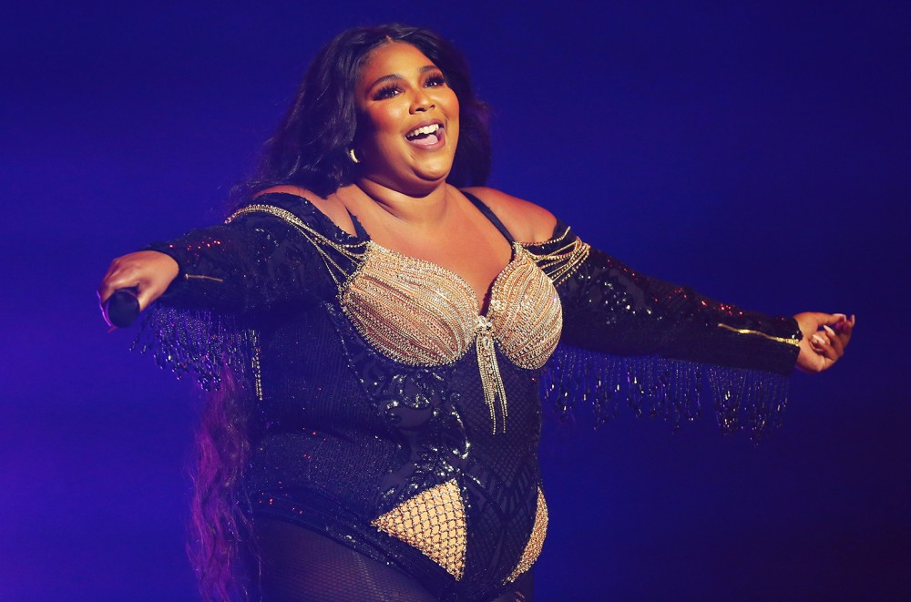 Lizzo-Took-Time-on-Her-Australian-Tour-to-Help-With-Brushfire-Relief-See-the-Pics