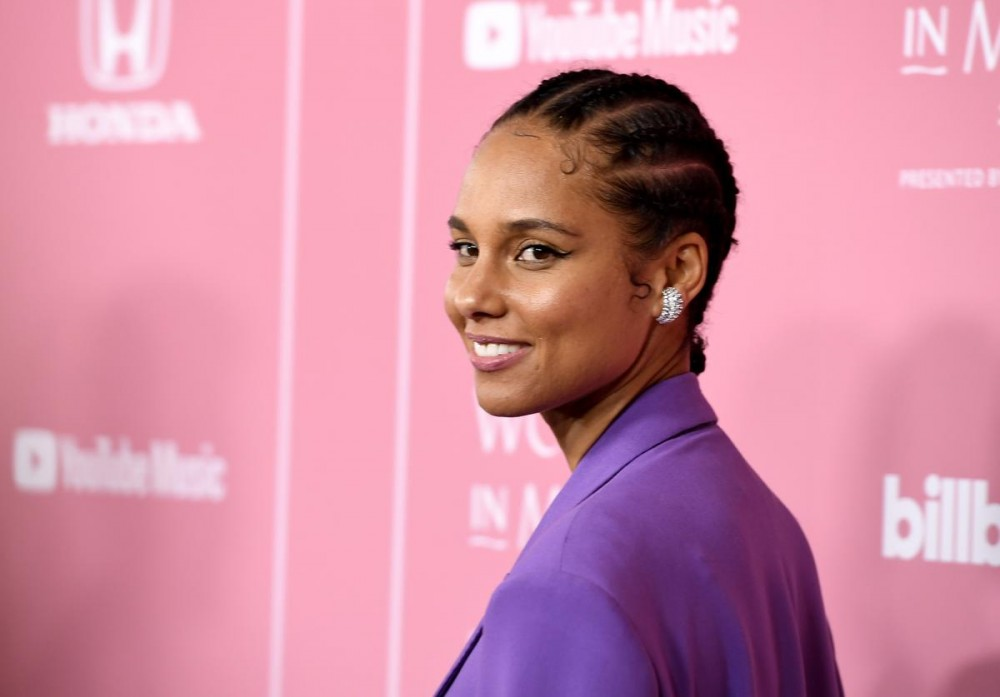 """Alicia Keys Reveals Insecurities & """"Putting On A Mask"""" Her Entire Life"""