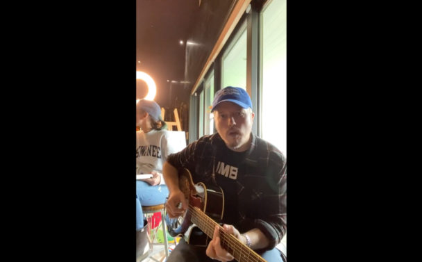 """Jason Isbell Covers """"Heathens"""" By Drive-By Truckers: Watch"""
