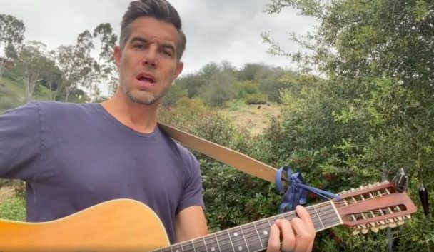 Watch 311's Nick Hexum Cover Turnstile