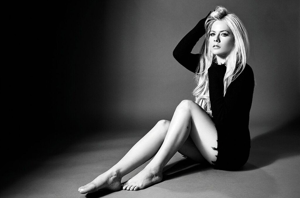 Avril Lavigne Re-Recorded 'Warrior' to Honor 'Heroic' Workers Amid Coronavirus Pandemic