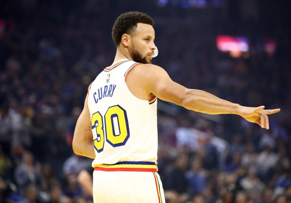 Steph Curry Hilariously Learns How To Vlog, From Kevin Hart