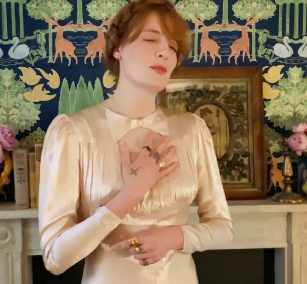 Watch Florence + The Machine Play The Virtual Met Gala