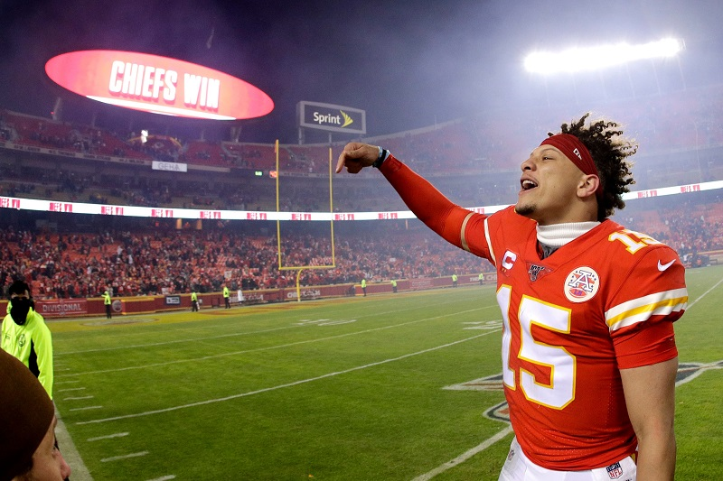 SOURCE SPORTS: Chiefs Fans Booed When NFL Players Locked Arms For a 'Moment Of Unity'
