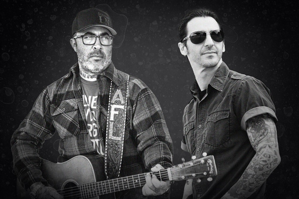 Staind's Aaron Lewis + Godsmack's Sully Erna Playing Unplugged Together on Drive-In Tour