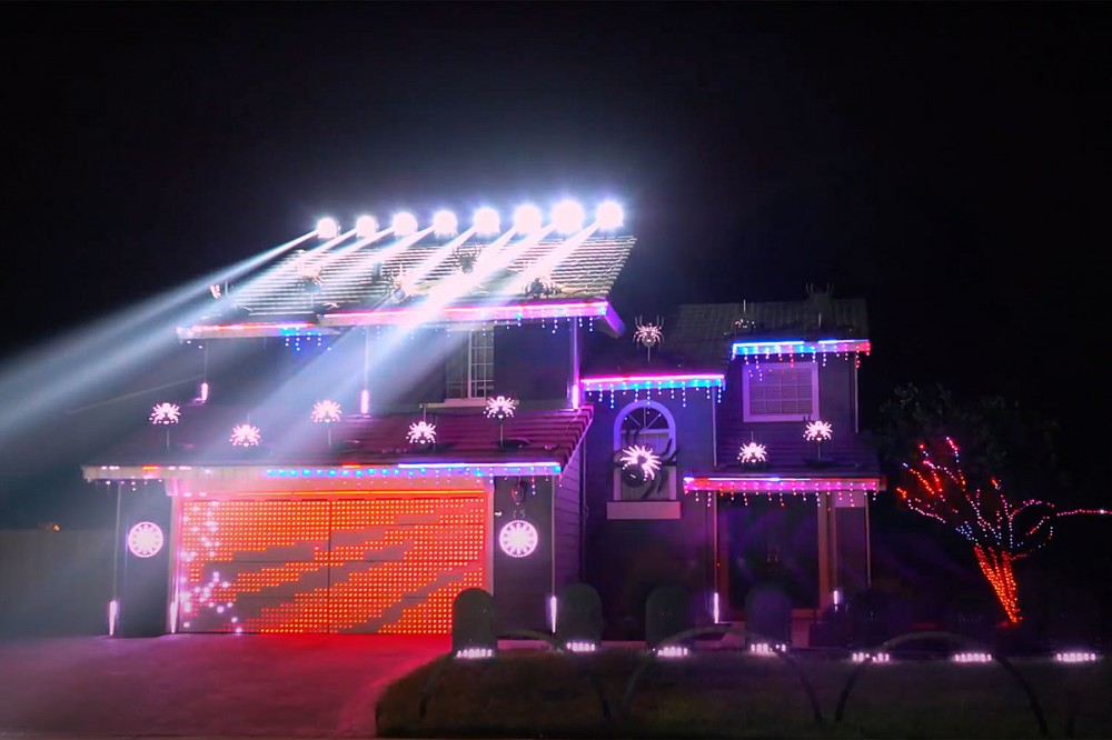 Metallica 'Enter Sandman' Halloween Light Display Lights Up the Night