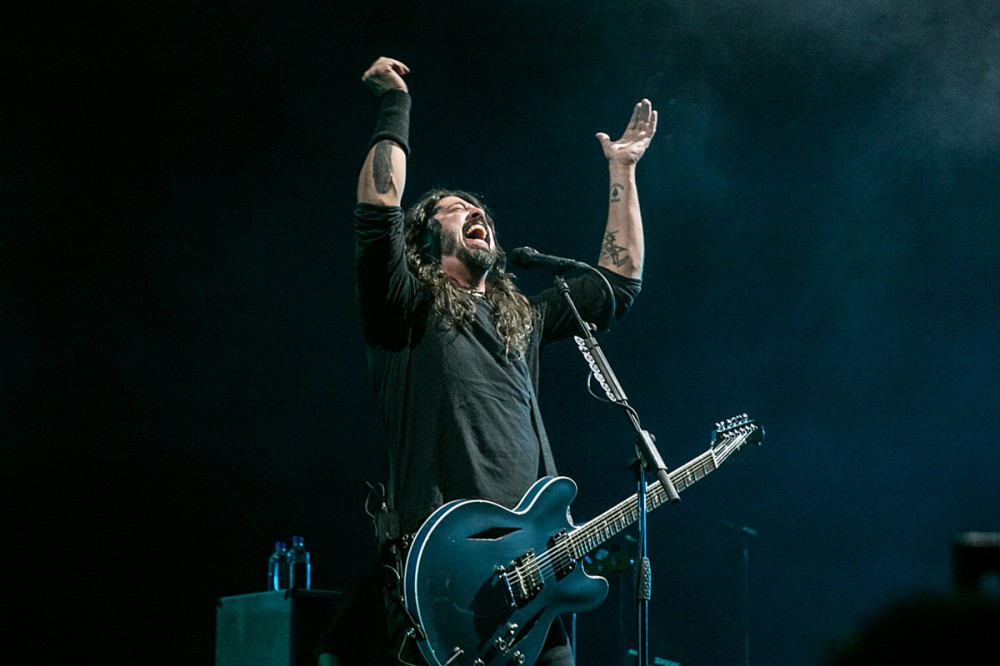 Foo Fighters Livestreaming Roxy Show, Debut 'Shame Shame' Video