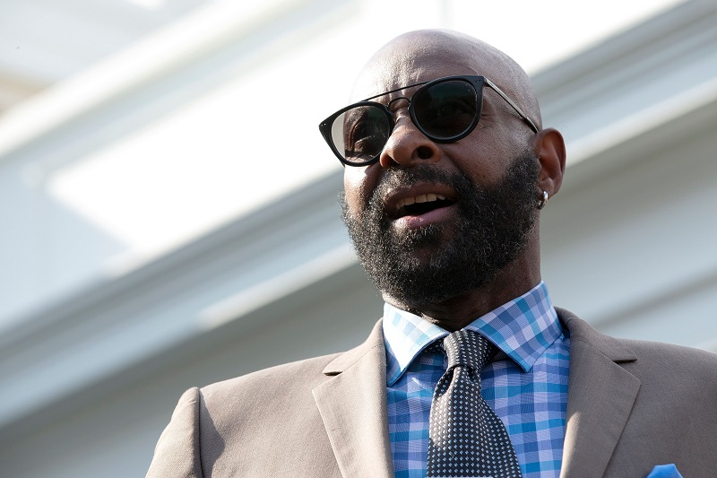 SOURCE SPORTS: Jerry Rice Claps Back at Randy Moss Over Best Wide Receiver Comment