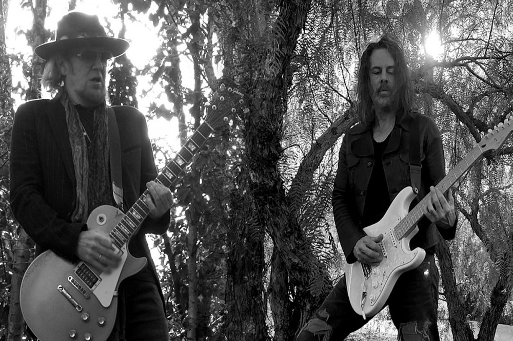 Adrian Smith + Richie Kotzen Unleash Bluesy Jam 'Scars'