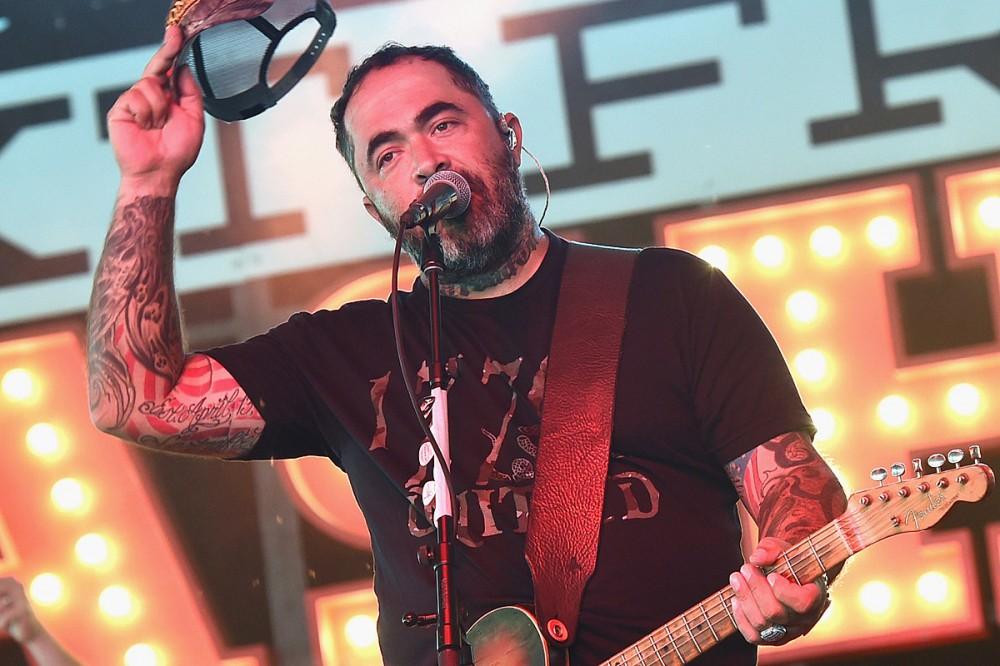 Aaron Lewis Is Hopeful Staind Will Finish New Studio Album in 2021